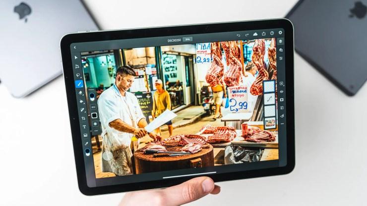 Apple iPad Air 4 with Photoshop