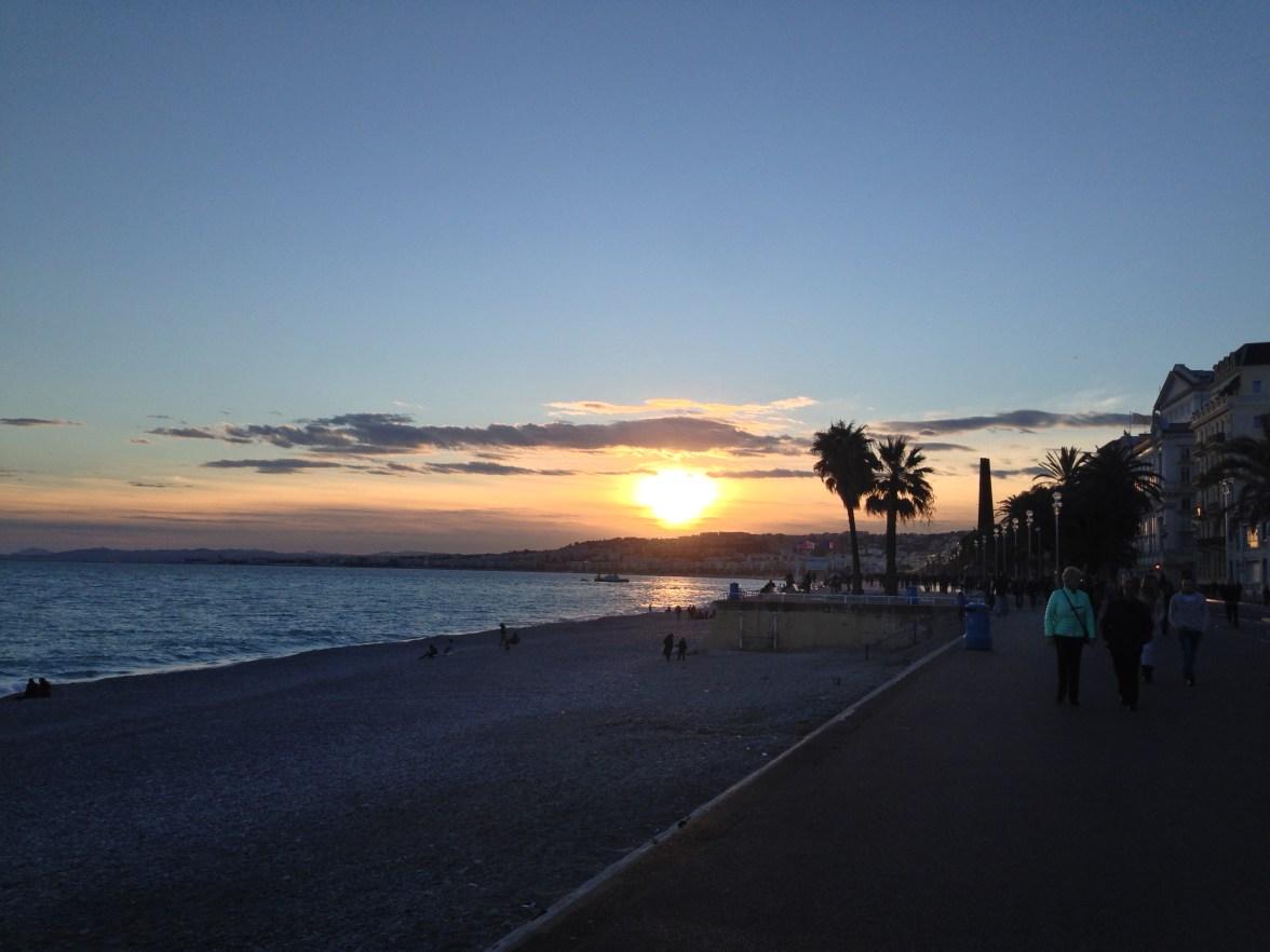 Nice Coucher de soleil sur la plage Promenade des Anglais