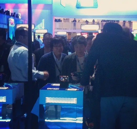 miyamoto_playing_tearaway