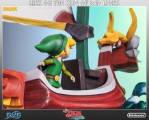 the_legend_of_zelda_link_on_king_of_red_lions_statue_8