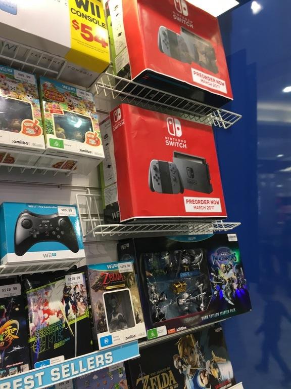 nintendo_switch_store_display