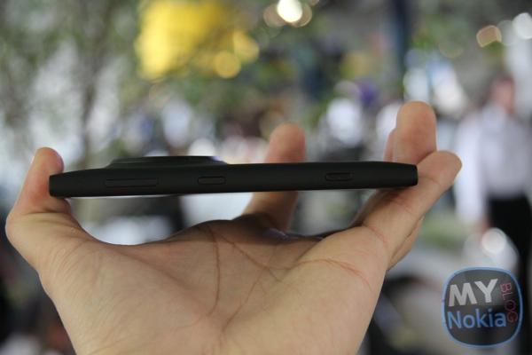 MNB IMG_0439Nokia Lumia 1020 black