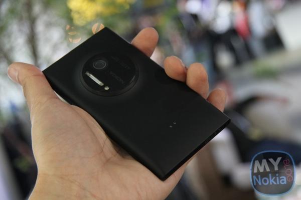 MNB IMG_0444Nokia Lumia 1020 black