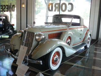 1936 Auburn 654 Cabriolet.
