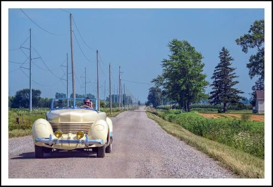 1936 Cord 810 open road