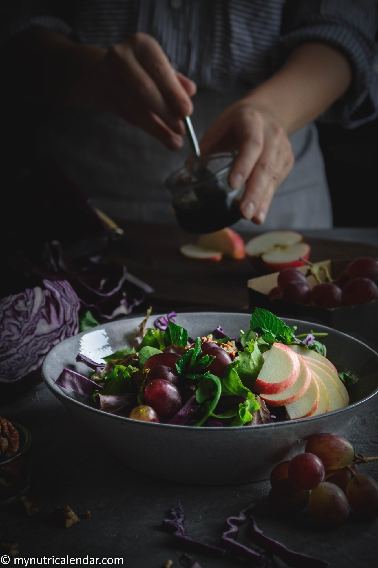 red-cabbage-grapes-apple-mint-salad-seasonal-vegetables-autumn-produce-food-photography-moody-story-telling-3