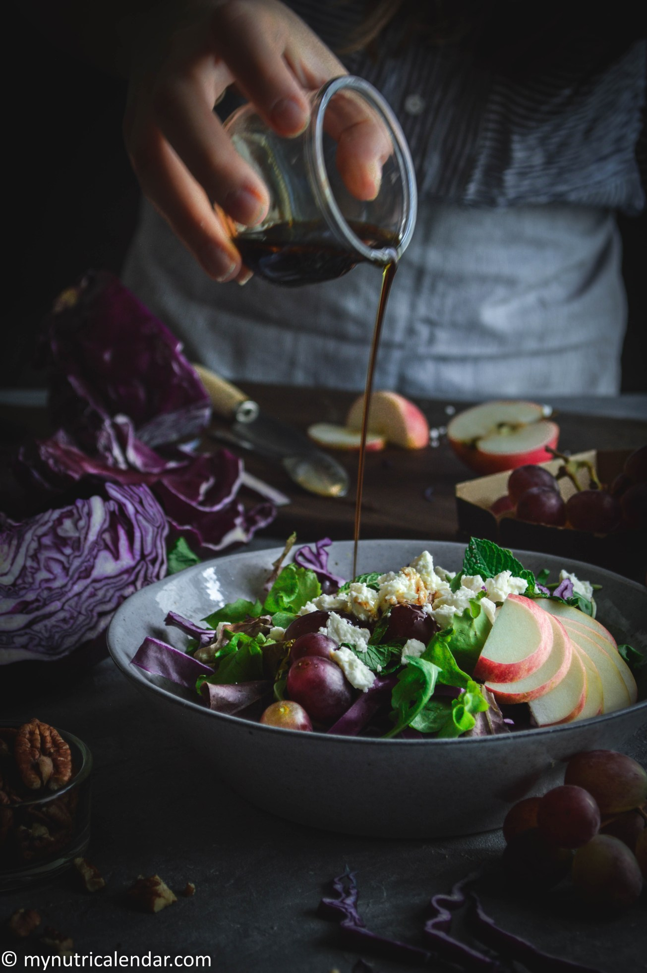 red-cabbage-grapes-apple-mint-salad-seasonal-vegetables-autumn-produce-food-photography-moody-story-telling-6
