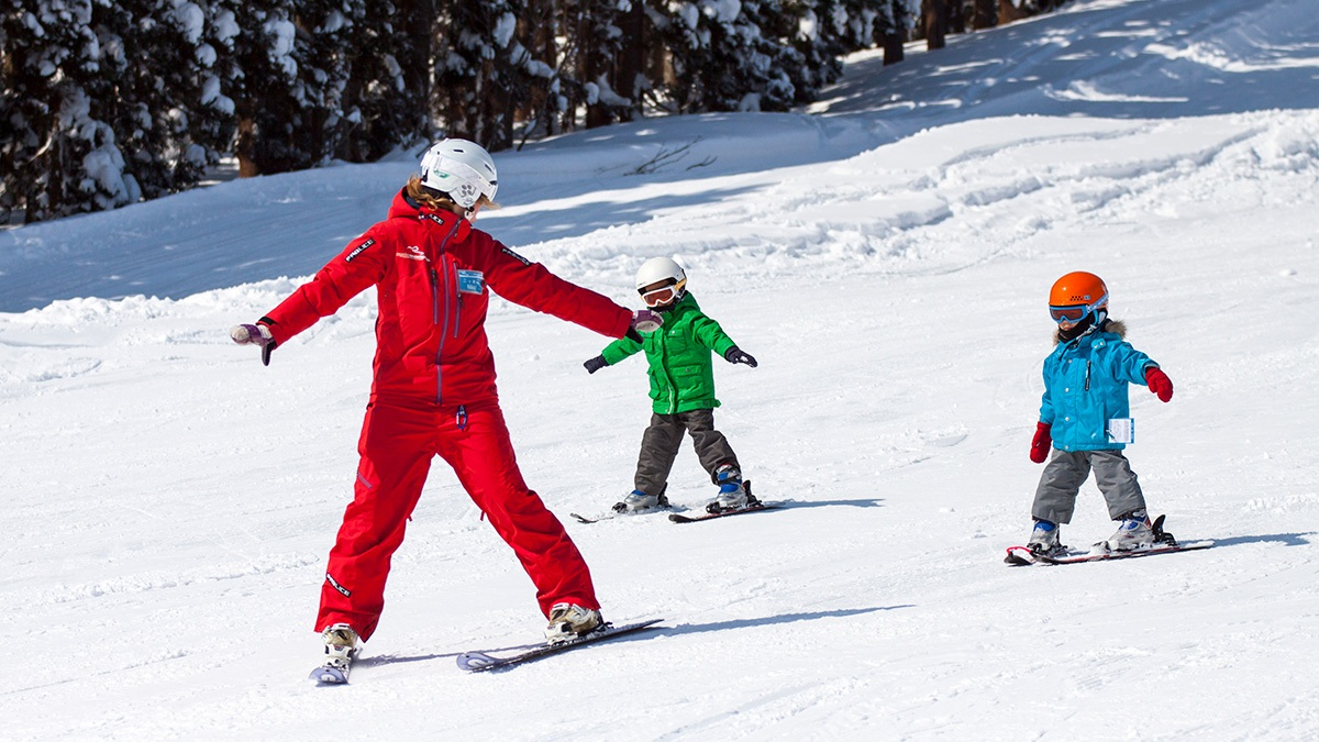 MM-Gal-2-1200w-x-675h-800wx450h Kids (3-6) Mini Mountaineers - Group Ski Lessons