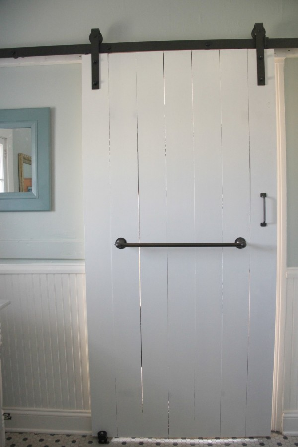 SLIDING DOOR WITH CLASSIC BARN DOOR HARDWARE