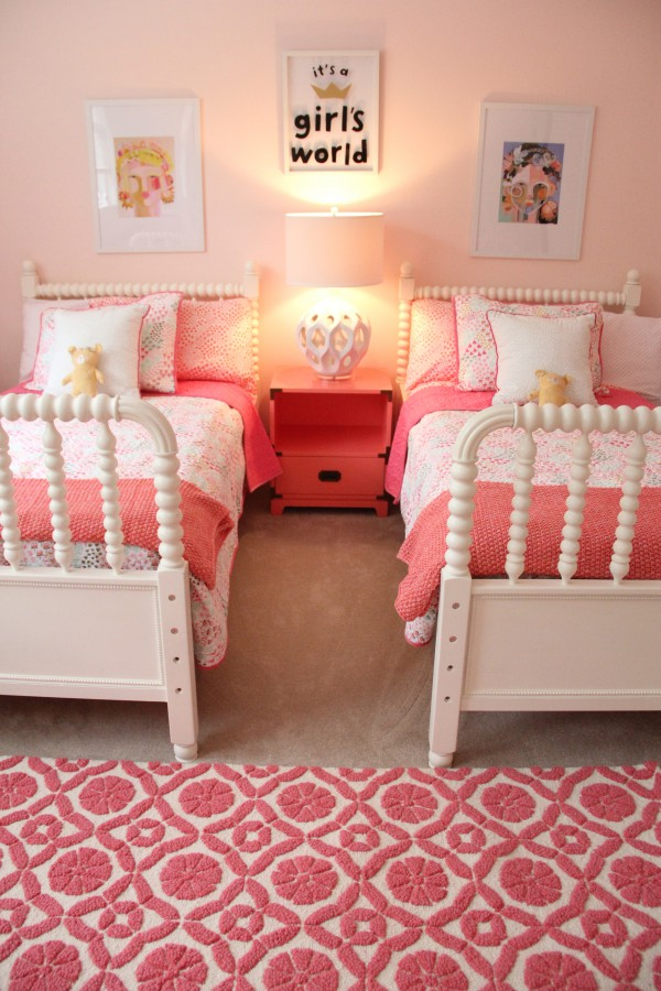 monday makeover shared little girls room. Black Bedroom Furniture Sets. Home Design Ideas