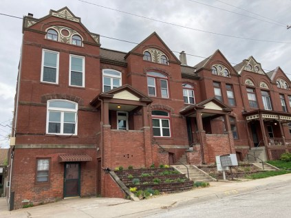 Current photo of 2961-2969 Pacific are wonderful row houses built in 1890.