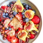 Superfoods beauty bowl - your secret for a healthy filling breakfast, vegan, gluten free and now sugar added.