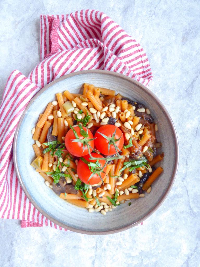 One Pot Tomato Pasta - super easy quick versatile vegan pasta with mushrooms