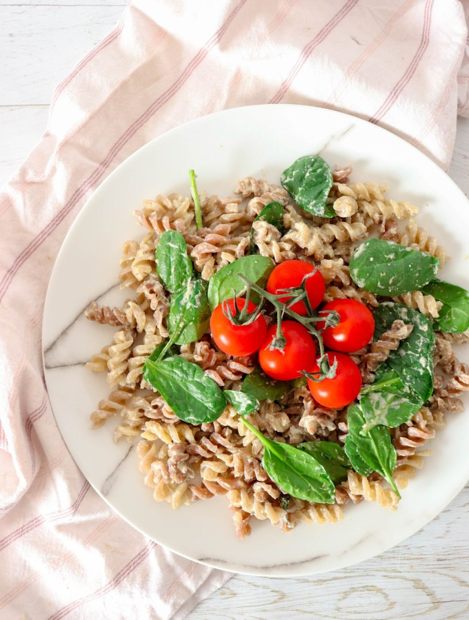 CREAMY SPINACH PASTA - ONE POT GLUTEN-FREE AND VEGAN PASTA, IDEAL FOR QUICK DINNER AND LUNCH