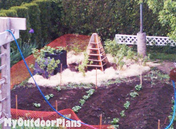 Diy Strawberry Pyramid Planter Myoutdoorplans Free