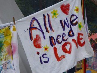 love-2718395_640