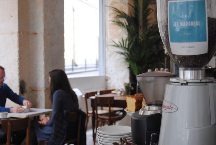 look-inside-paris-coffee-shop-passager-blog-review-75012