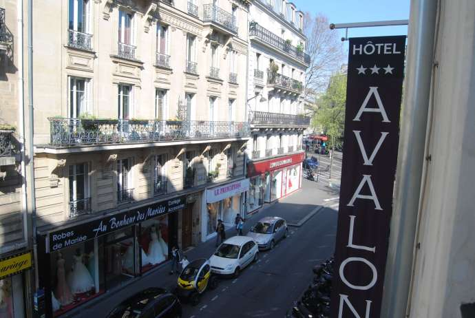 hotel-avalon-paris-my-parisian-life-blog-review-sign-outside