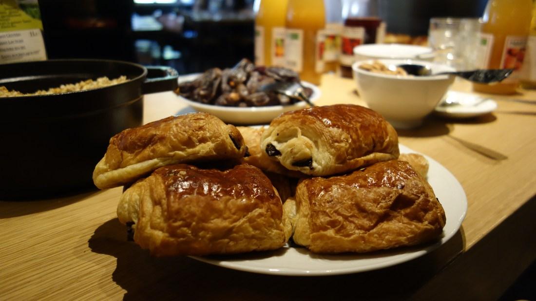 croissant mob hotel paris saint ouen