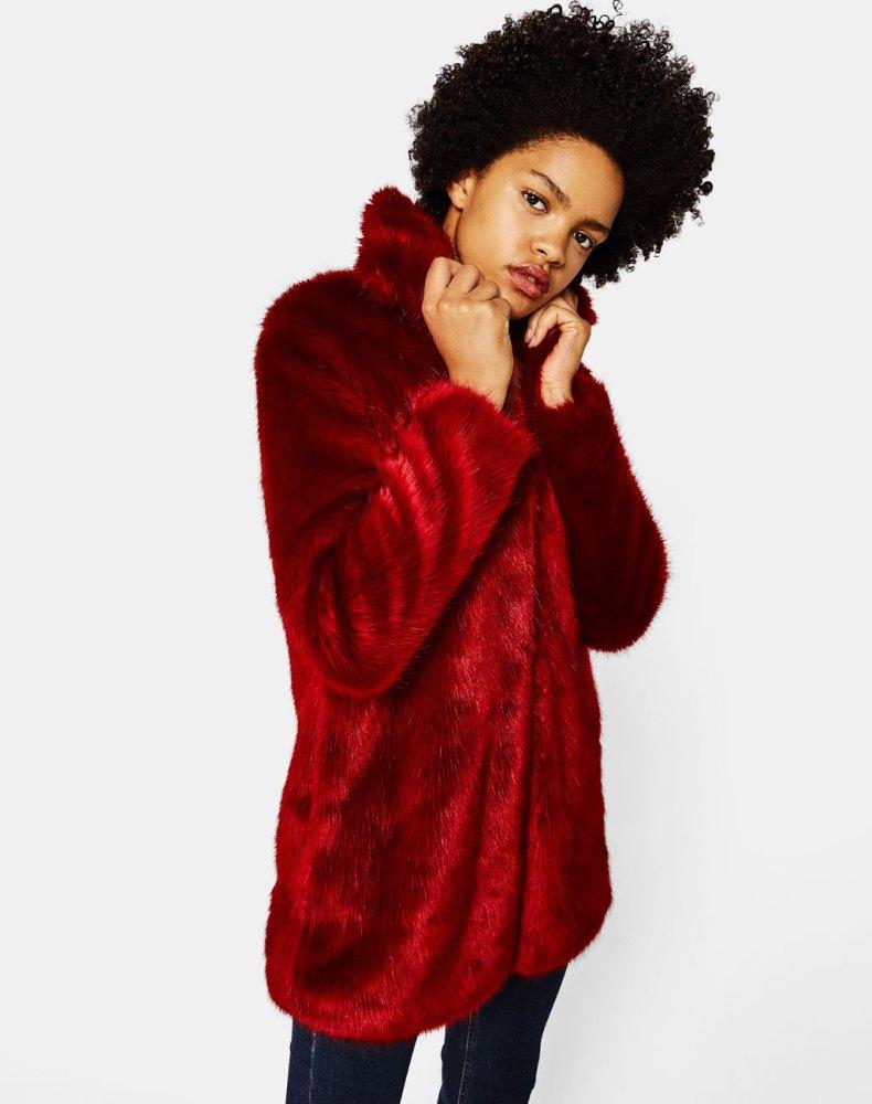 look-manteau-fausse-fourrure-shop-rouge-bershka