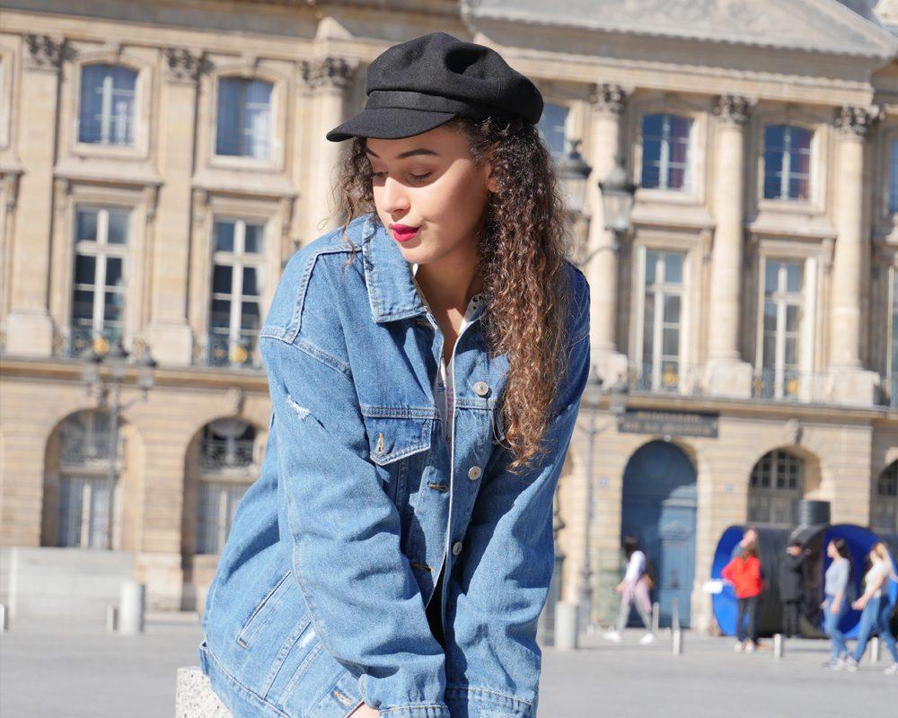 look-ado-veste-jean-casquette-marin-place-vendome-paris