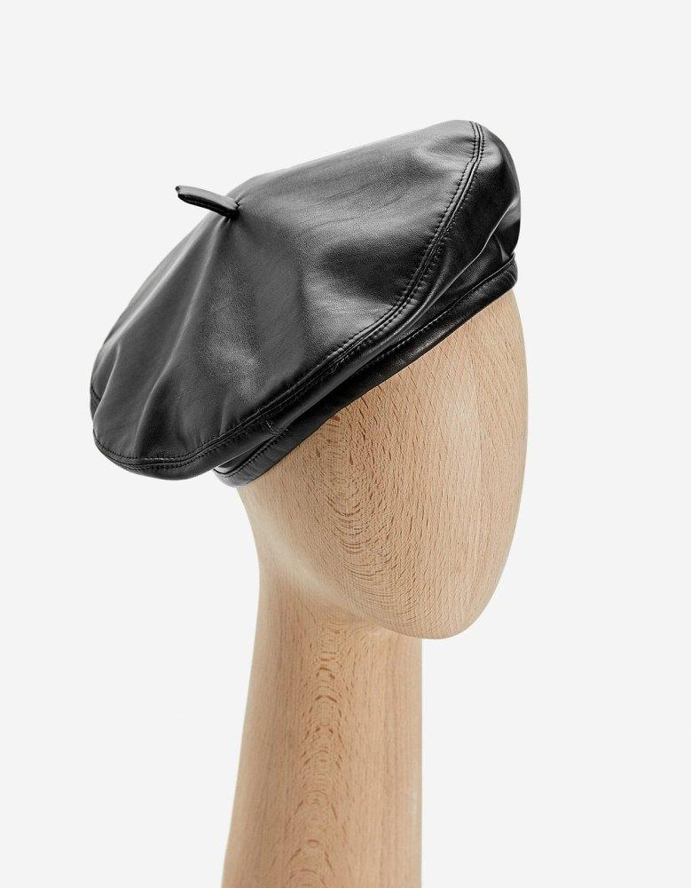 look-manteau-classe-chapeau-beret-automne-hiver-cuir-stradivarius