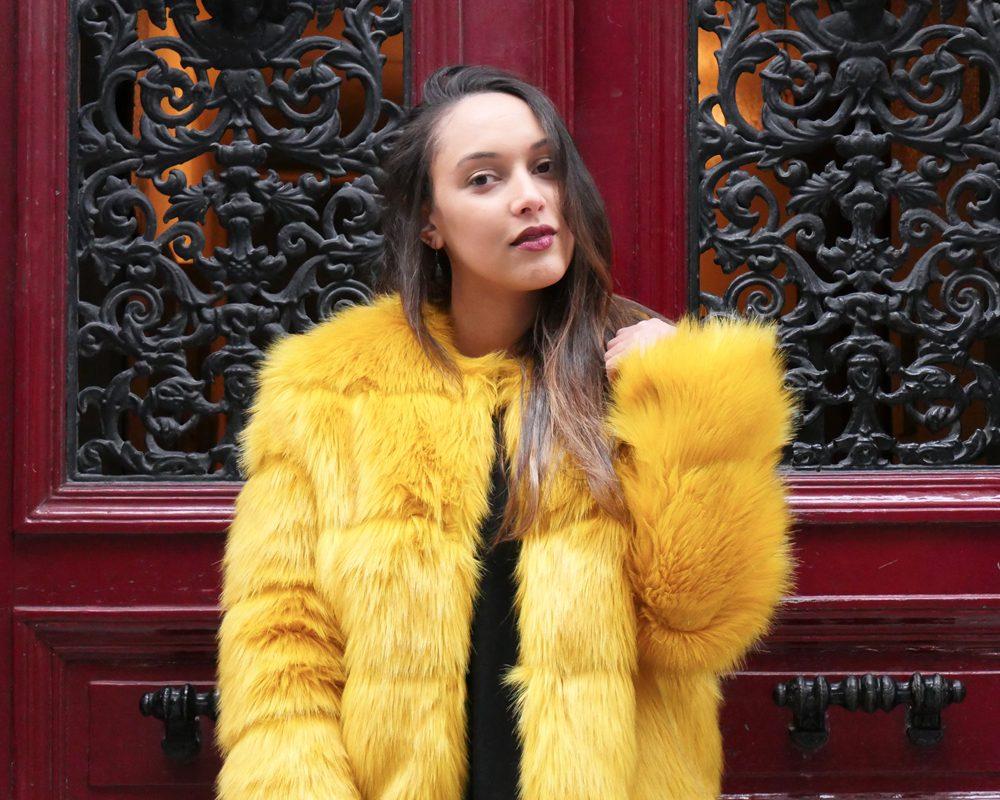 look-titi-faux-fur-jaune-mode