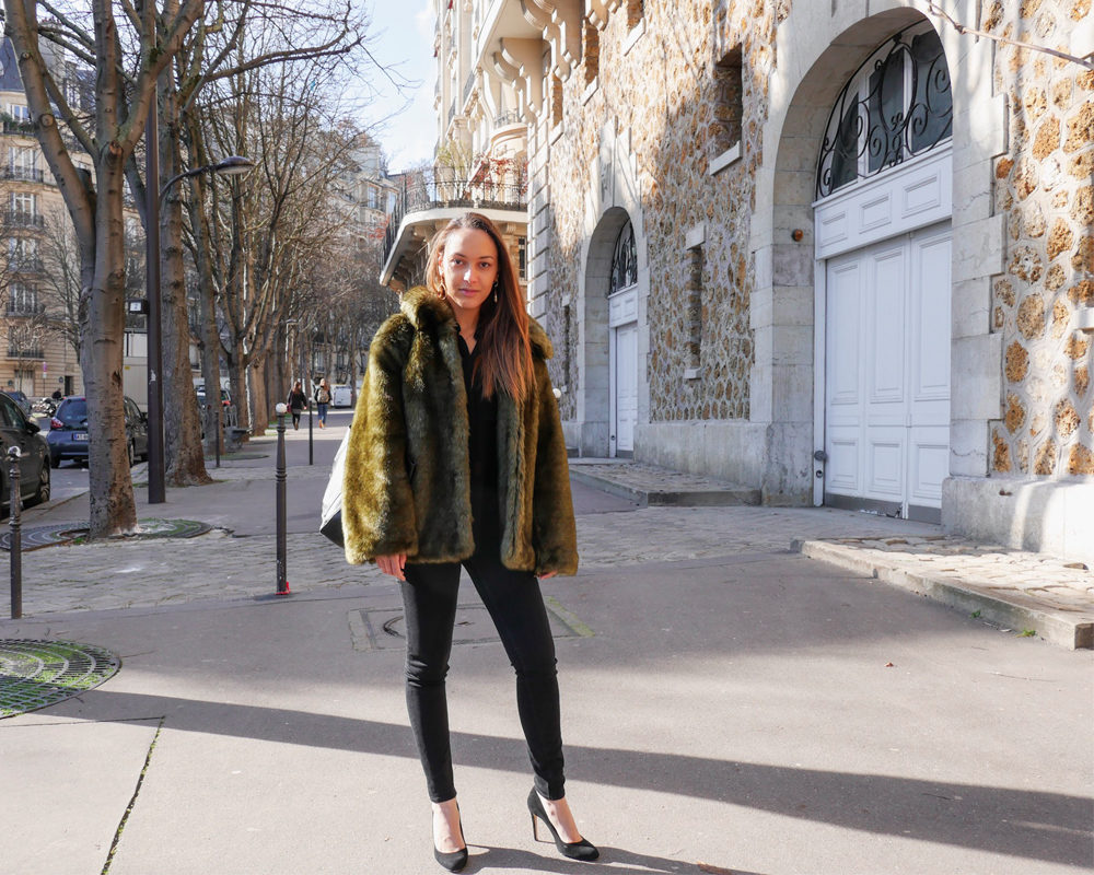Fausse-fourrure-look-hiver-pose