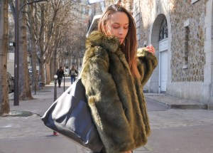 Fausse-fourrure-look-hiver-une-sac-sezane