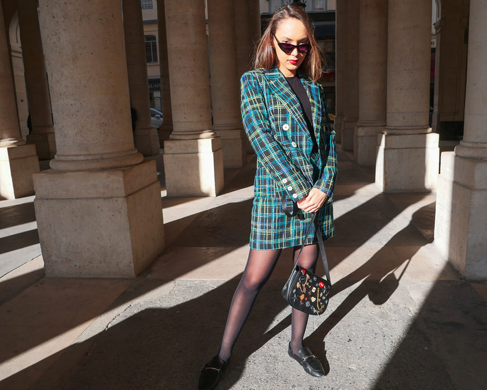 look-clueless-tailleur-topshop-pied