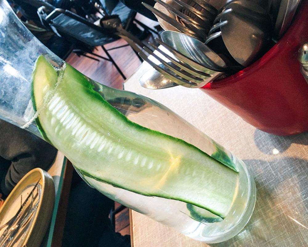 bonnes-adresses-food-londres-farm-girl-eau-detox-concombre