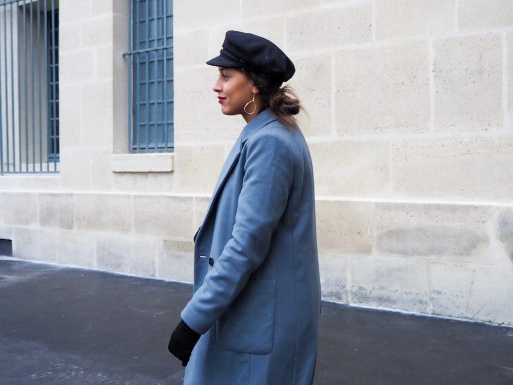 look-manteau-masculin-casquette-marin-boucle-doré