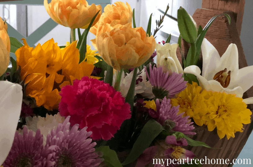 Love fresh flowers, but don't love the high price tag that comes with floral arrangements? Use inexpensive grocery store flowers to create something you will be proud to display or give as a gift. No skills required! Click to the post to see!
