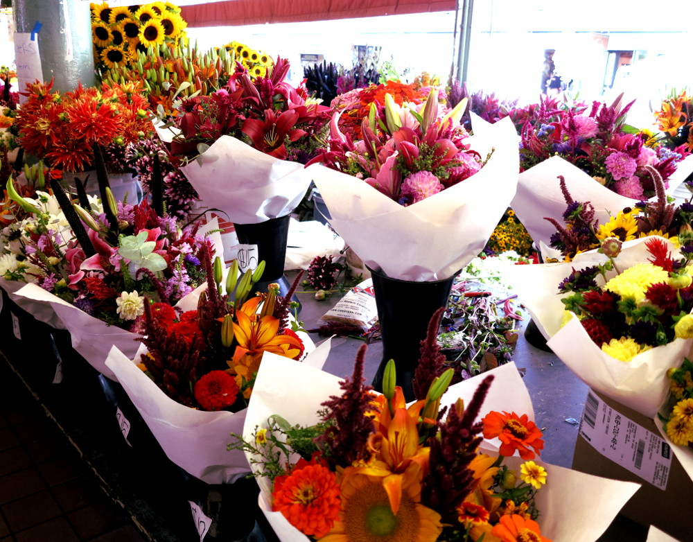 Flowers-at-Pike-Place-Market-in-Seattle-Double-Barrelled-Travel