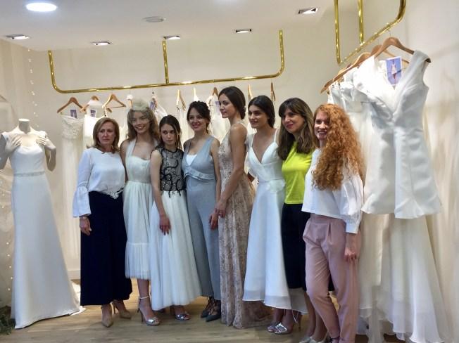 Las diseñadoras junto a las modelos
