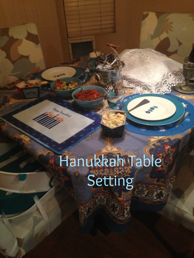 hanukkah-table-setting