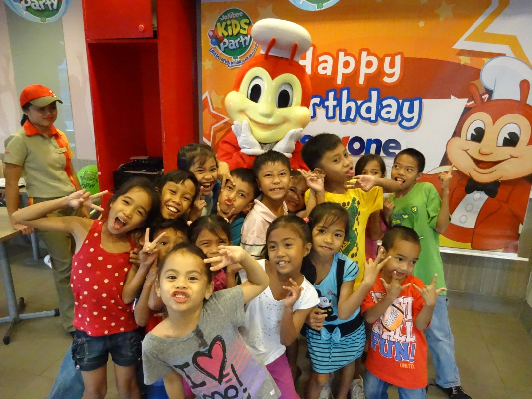The kids super awesome jollibee party my philippine dreams stopboris Gallery