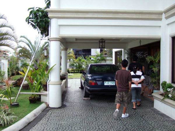 A brief stopover at the posh Ayala North subdivision