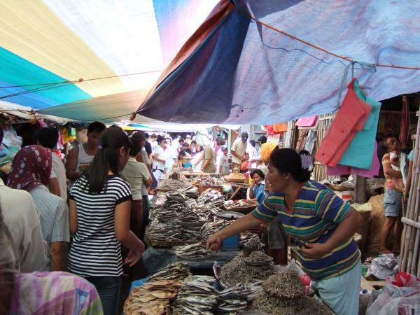 Sunday is a busy market day in Tigbauan