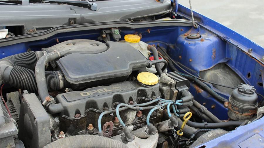Opel Corsa B Motor