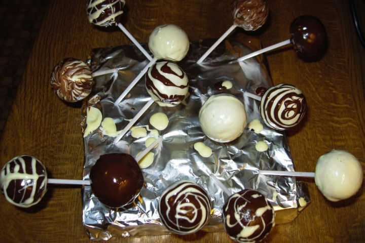 Black and White Cake Pops_