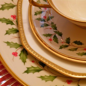 SEASONAL SIMPLICITY: A Lenox Holiday Tablescape