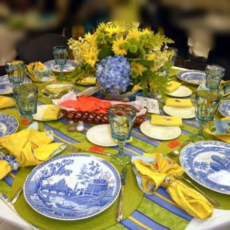 A GLORIOUS Tablescape Event