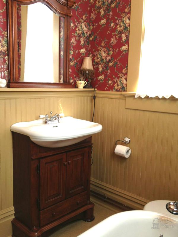 Old house bath08