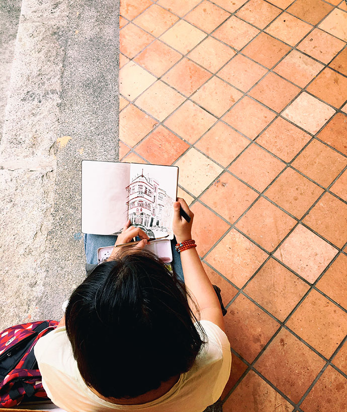 local sketching in singapore chinatown