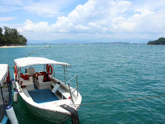Tropical Island hopping adventure in Borneo Tunku Abdul Rahman National Park