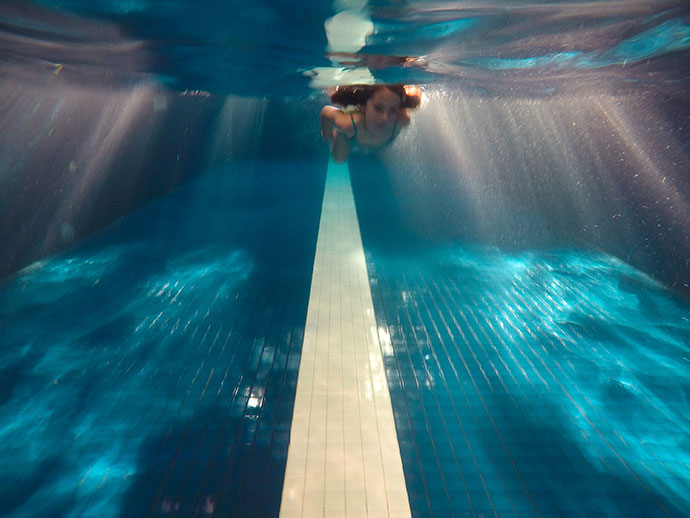 Parkroyal Melbourne Airport hotel pool Review
