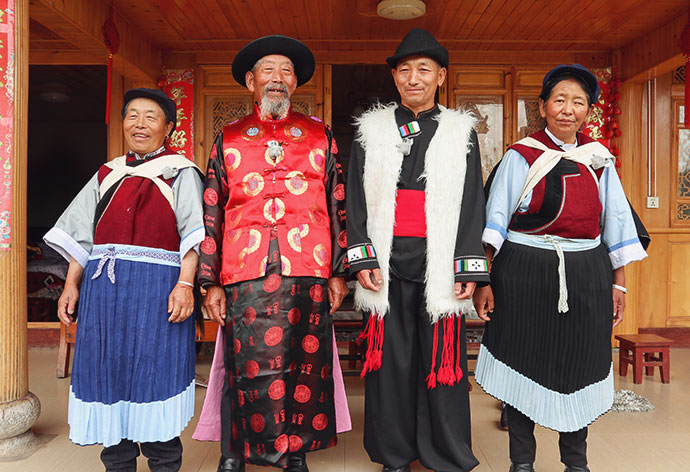 Traditional Naxi (Nakhi) Family Lijiang China - mypoppet.com.au