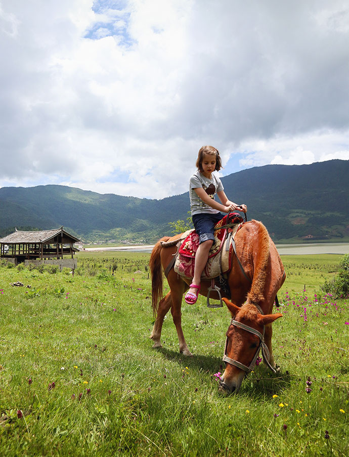 Horse riding Lijiang China - mypoppet.com.au