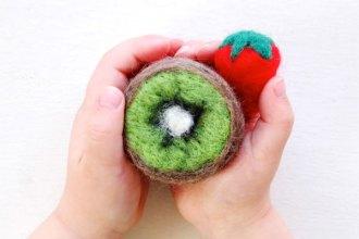 make a felt kiwi fruit